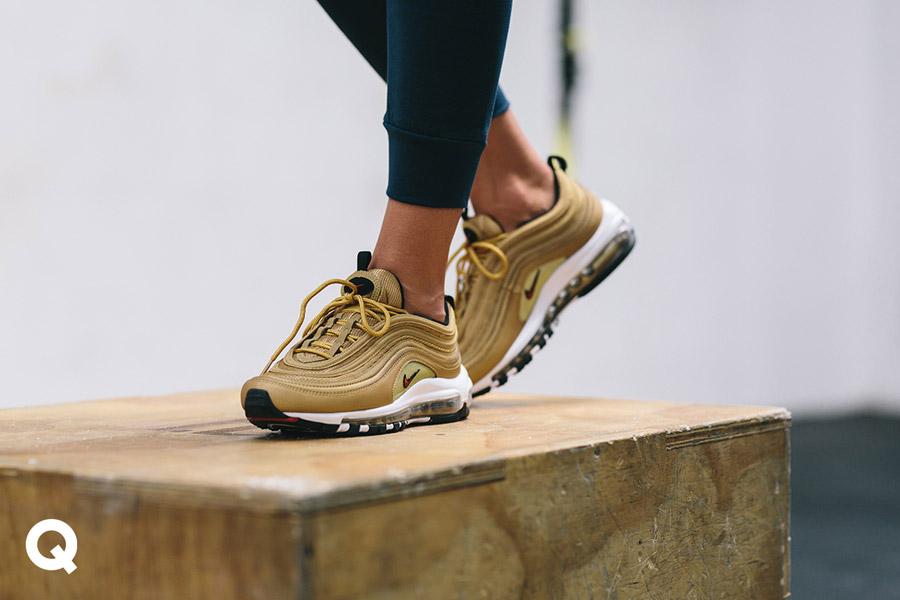 Queens x Kamila Pavlíčková — lookbook — CrossFit — béžové boty Nike W Air Max 97 — sneakers — tenisky