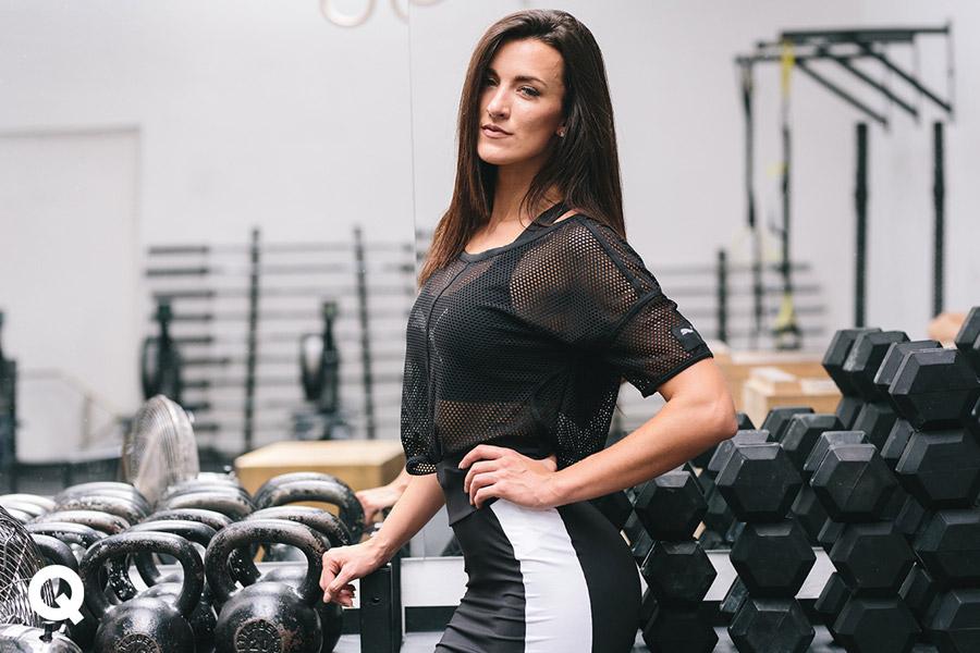 Queens x Kamila Pavlíčková — lookbook — CrossFit — dámský průsvitný top Puma Explosive Mesh Top — černý