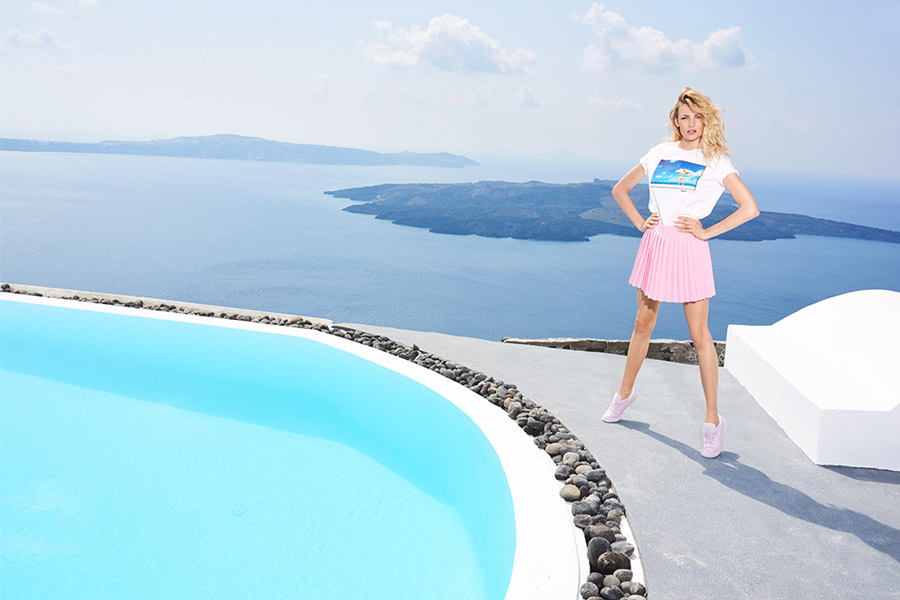 Prosto — růžová kolová sukně do půle stehen — bílé tričko s potiskem — lookbook jaro/léto 2017