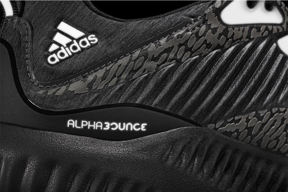 adidas alphabounce Reflective Black — reflexní plochy
