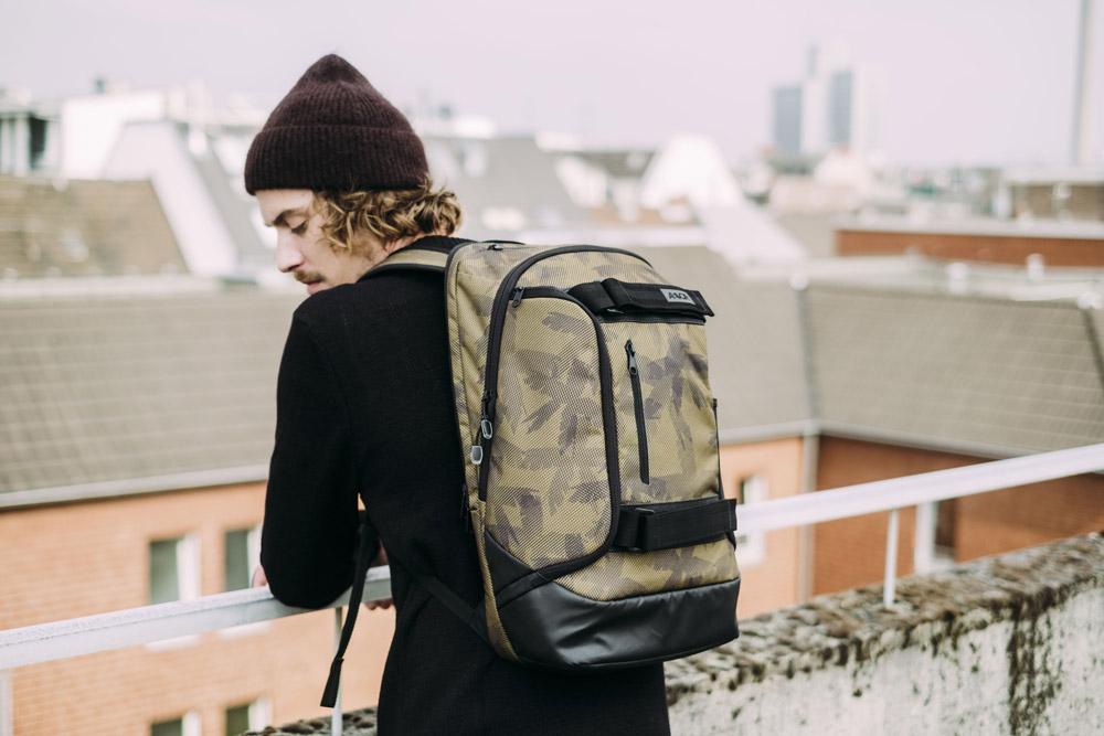 Aevor — Bookpack — batoh recyklovaný z PET — zeleno-hnědý se vzorem — sustainable