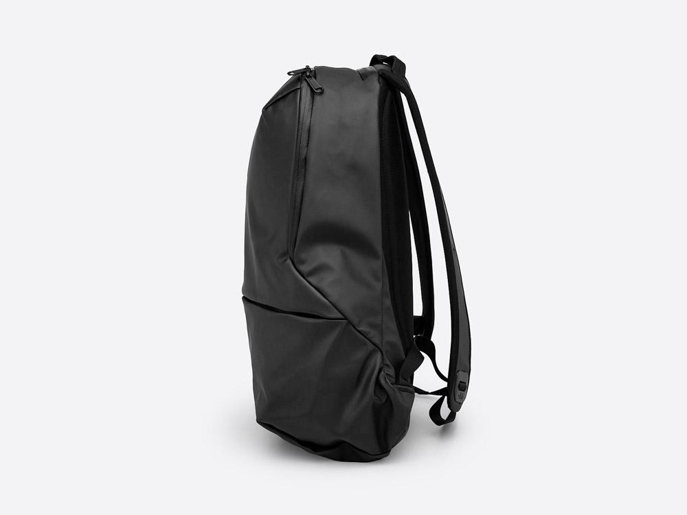 The North Face — Back Future Berkley — černý batoh — boční pohled