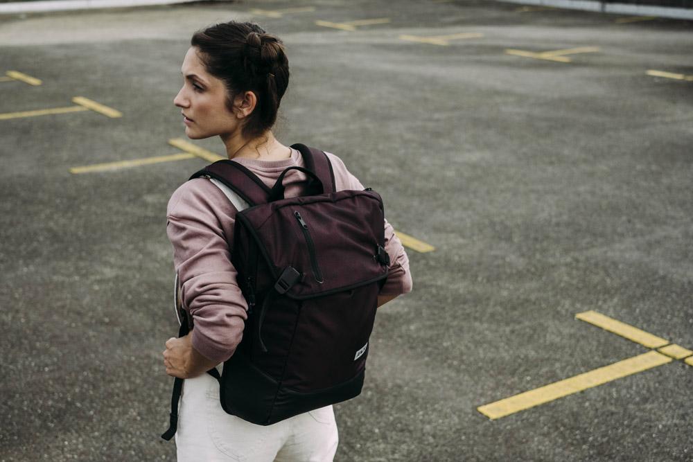 Aevor — Daypack — batoh recyklovaný z PET — vínový, bordó — sustainable