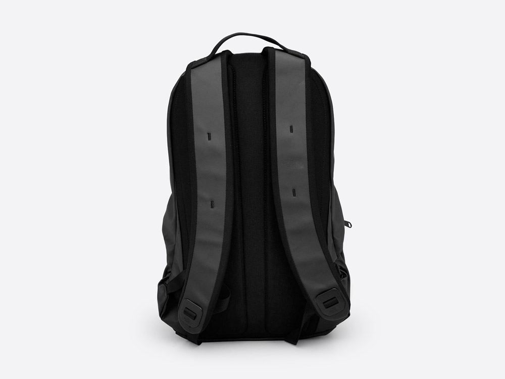 The North Face — Back Future Berkley — černý batoh — zadní pohled