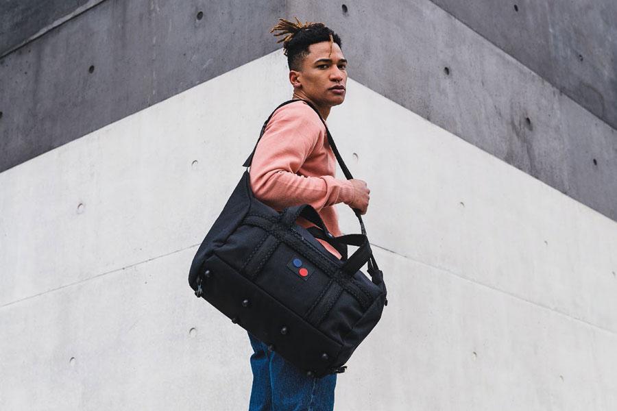 Pinqponq — Karavan Duffle Bag — modrá cestovní taška přes rameno — recyklovaná z PET — sustainable, recycled
