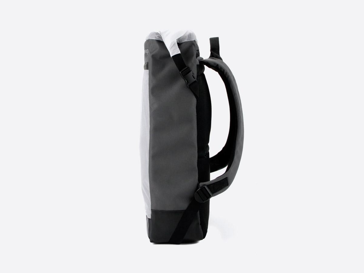 We Are Able — Neustadt Grey — batoh — nepromokavý — boční pohled