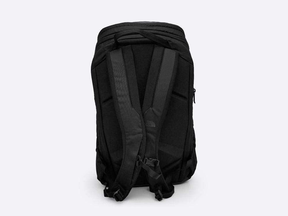 The North Face — Kaban — černý batoh — zadní pohled