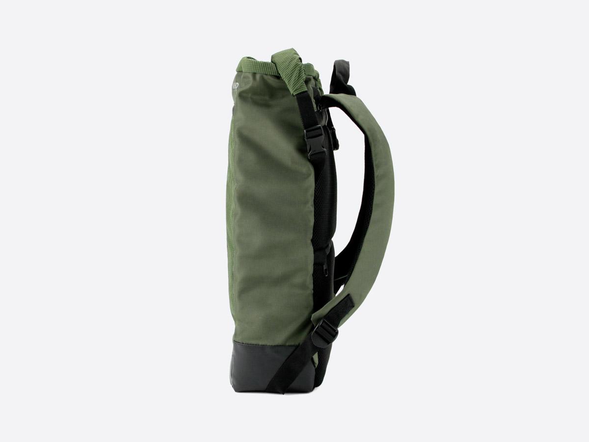 We Are Able — Neustadt Olive — batoh — nepromokavý — boční pohled