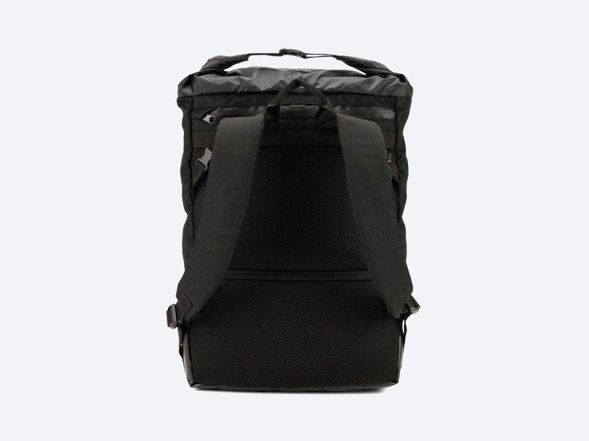 We Are Able — Neustadt Black — batoh — nepromokavý — zadní pohled