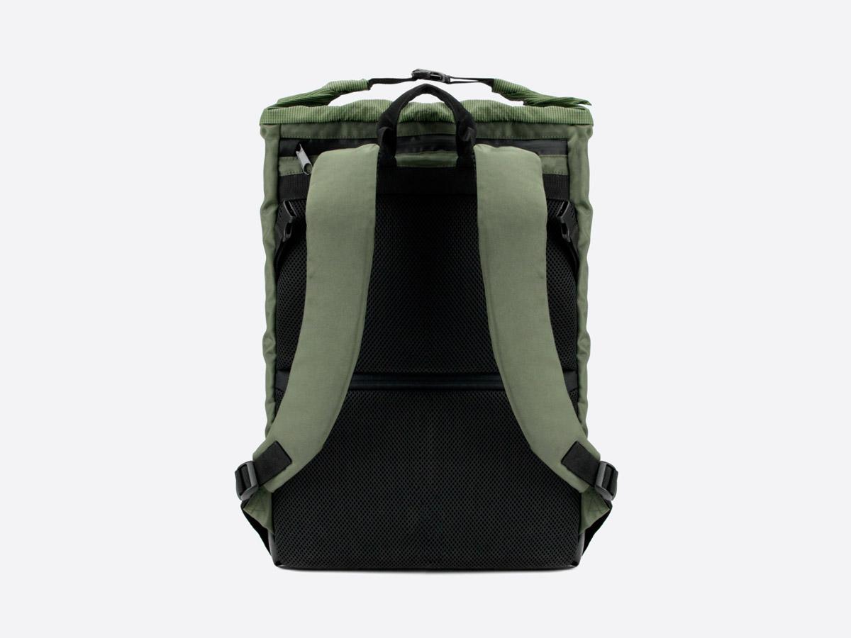 We Are Able — Neustadt Olive — batoh — nepromokavý — zadní pohled