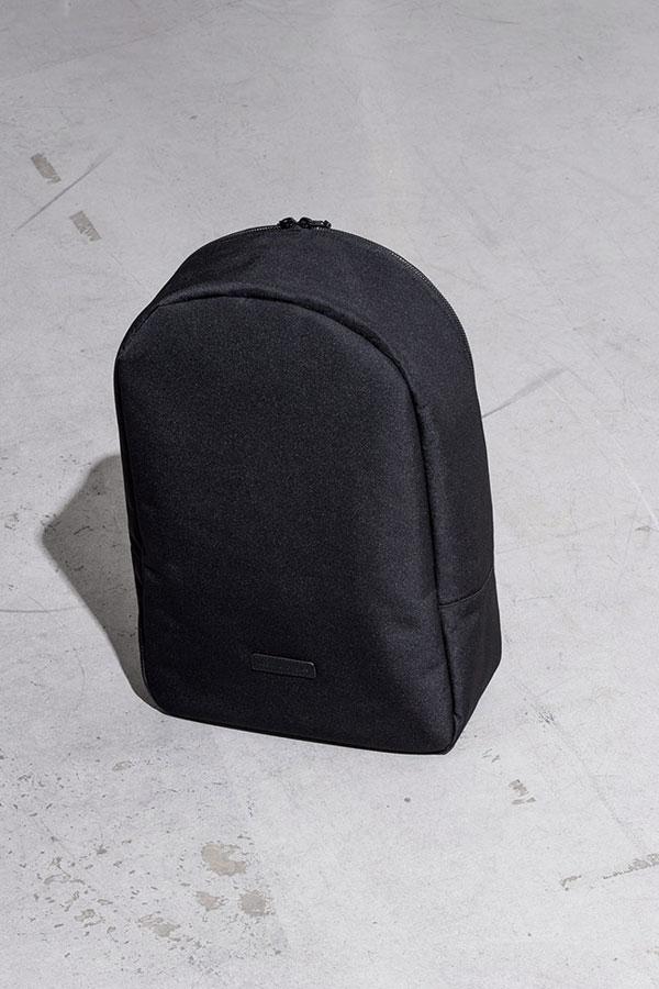 Ucon Acrobatics — černý batoh z PET lahví — Marvin Backpack — nepromokavý — série Stealth