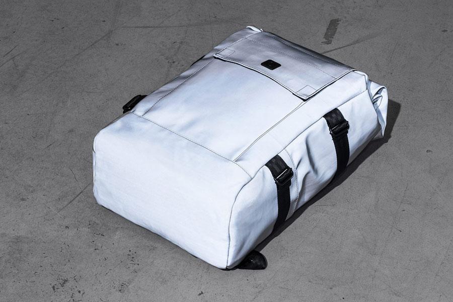 Ucon Acrobatics — stříbrný reflexní batoh — Brandon Backpack — nepromokavý — série Satellite