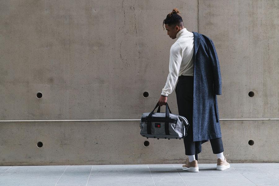 Pinqponq — Karavan Duffle Bag — šedá cestovní taška přes rameno — recyklovaná z PET — sustainable, recycled