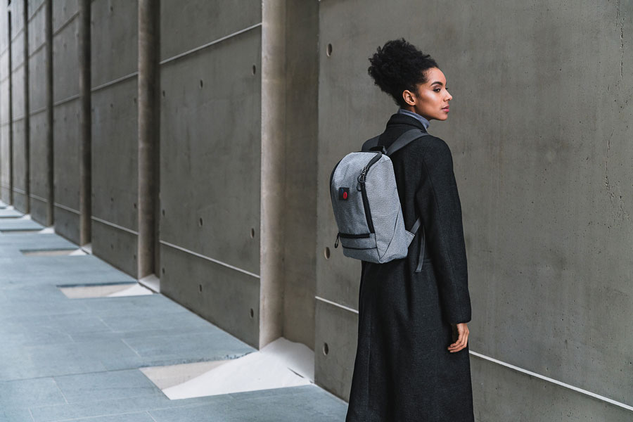 Pinqponq — Cubik Backpack — batoh recyklovaný z PET — šedý (grey) — sustainable