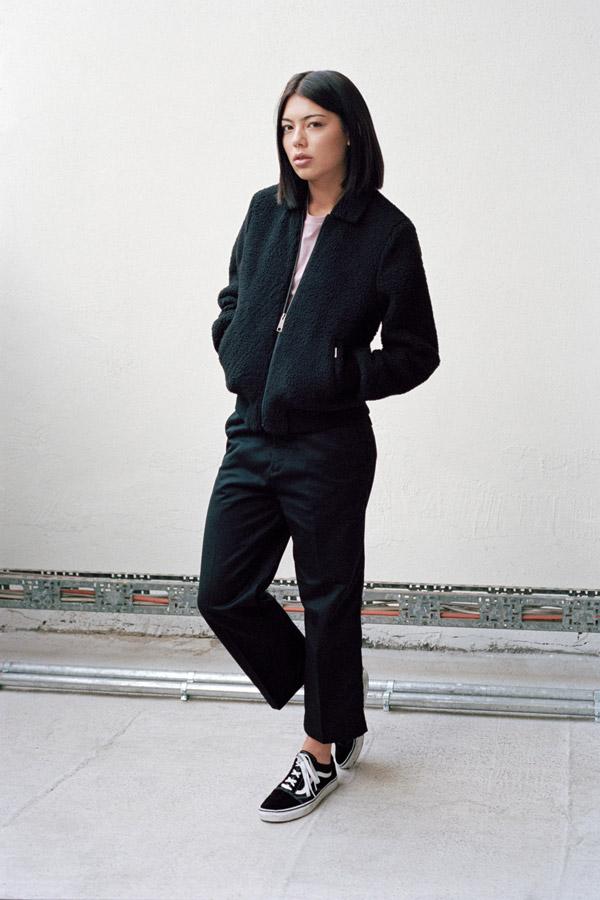 Carhartt WIP — podzimní černá dámská bunda (bomber jacket) do pasu — dámské černé kalhoty ke kotníkům — podzim/zima 2017
