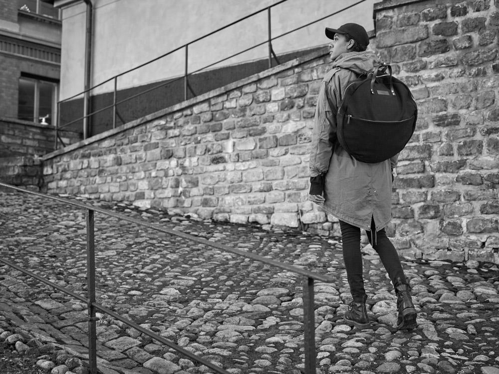 Enter — Circular Tote — kulatý městský batoh — černý