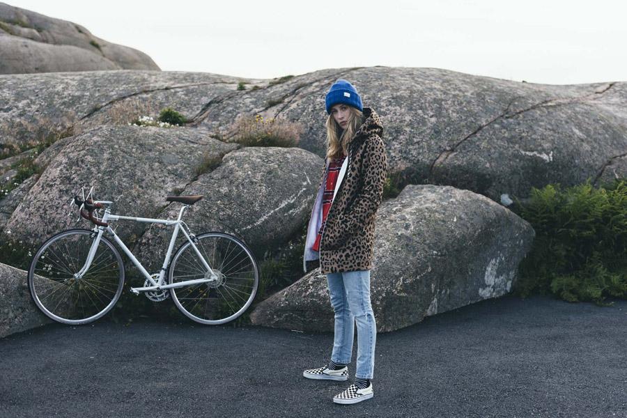 Femi Stories — dlouhá podzimní bunda s leopardím vzorem s kapucí — hnědá — parka — dámská