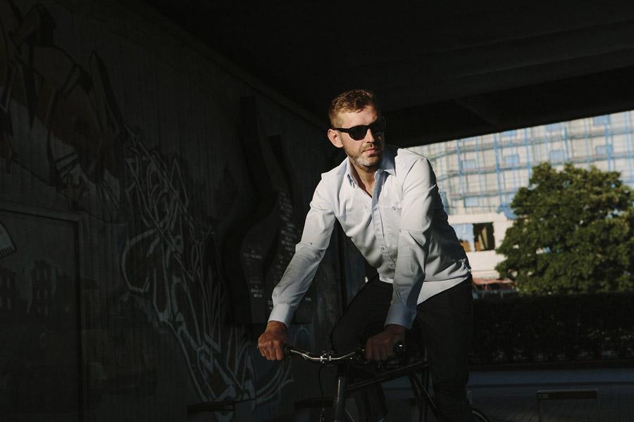 Isadore Apparel — cyklistická košile s dlouhými rukávy — bavlněná — pánská — světle modrá — oblečení pro městskou cyklistiku — urban cycling apparel — light blue shirt