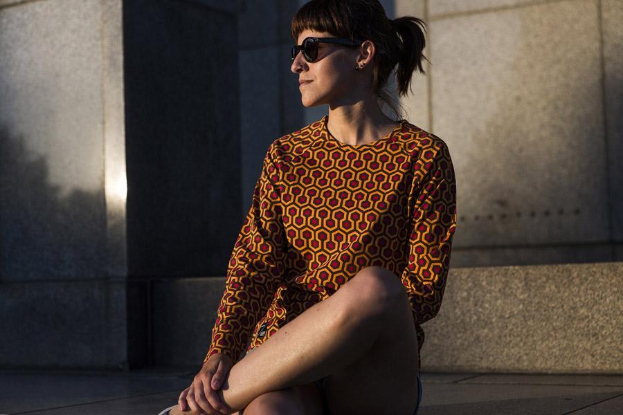 Isadore Apparel — dámské bavlněné cyklistické tričko — červeno-oranžové se vzorem — oblečení pro městskou cyklistiku — urban cycling apparel — tshirt