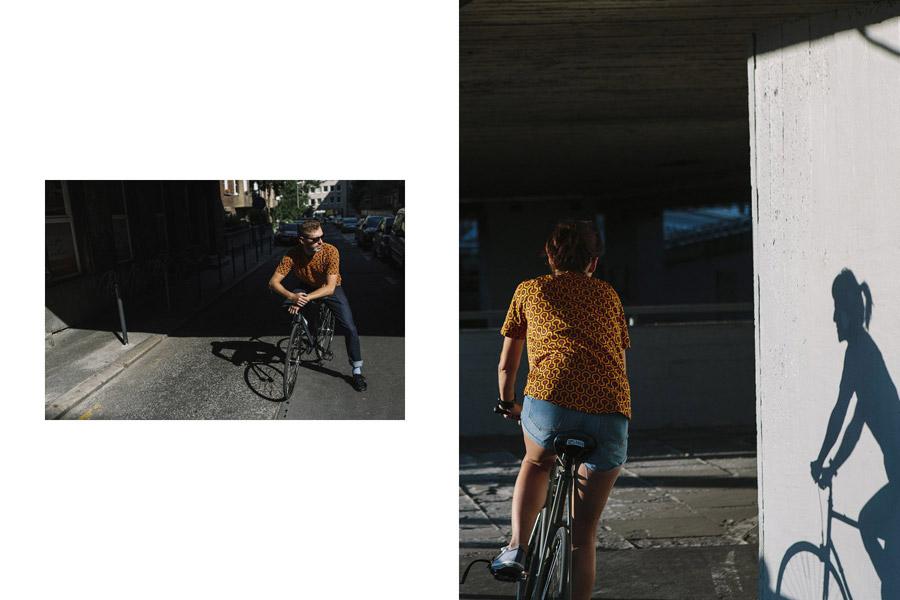 Isadore Apparel — cyklistické tričko — červeno-oranžové se vzorem — bavlněné — pánské, dámské — oblečení pro městskou cyklistiku — urban cycling apparel — Shining carpet tshirt