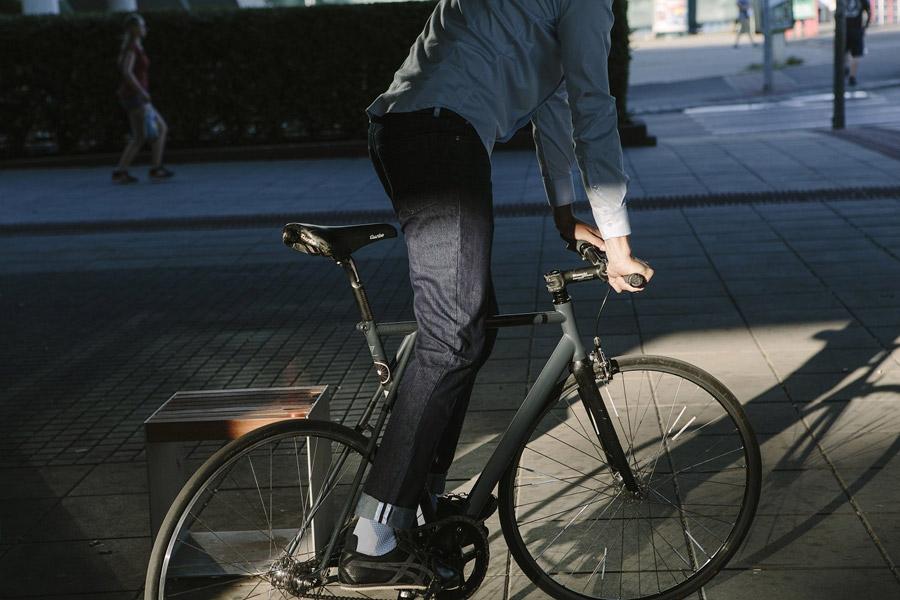 Isadore Apparel — pánské cyklistické kalhoty — jeansy (džíny) — modré — oblečení pro městskou cyklistiku — urban cycling apparel — jeans