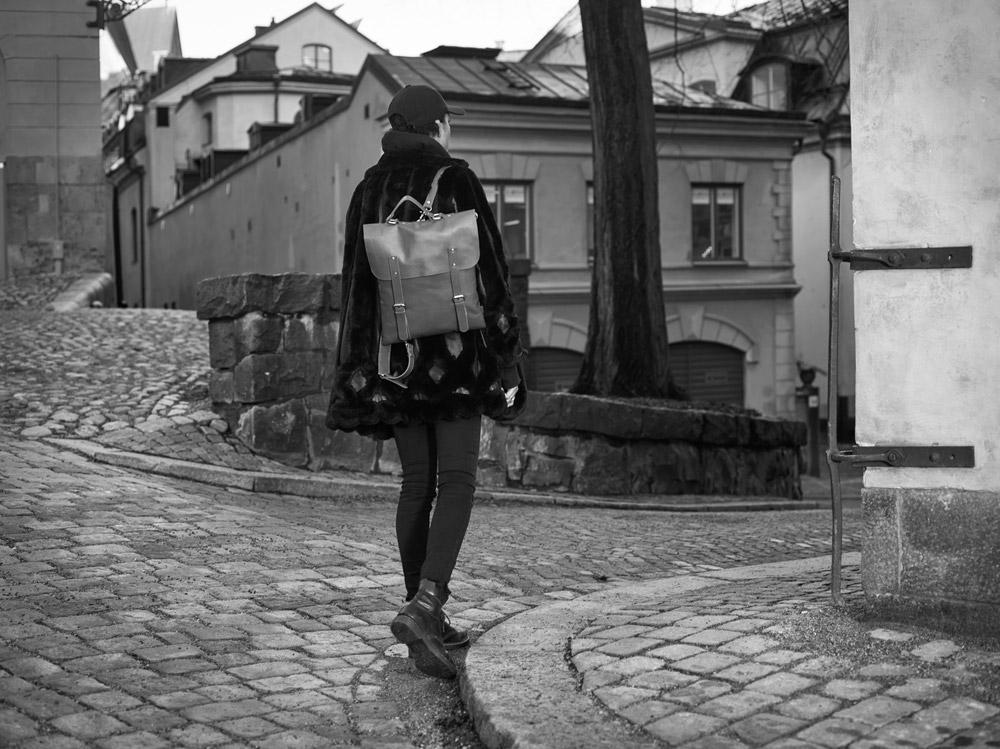 Enter — Messenger Tote All Leather — černý kožený městský batoh — kožená aktovka