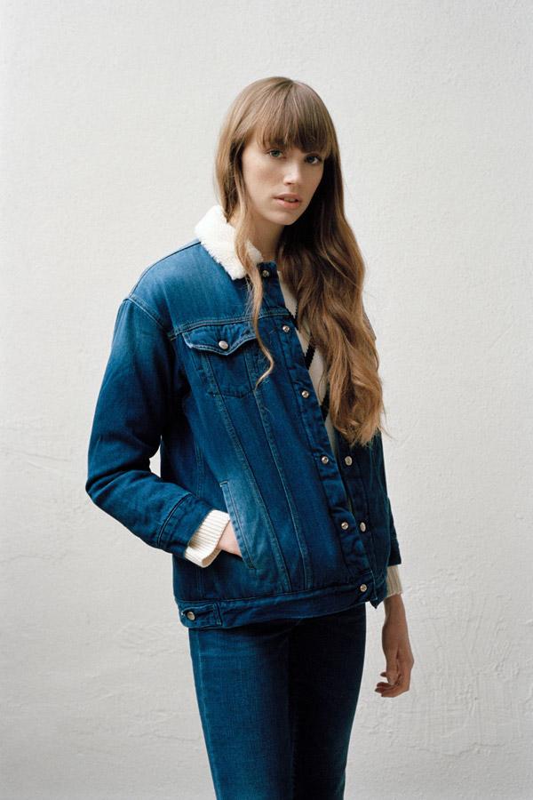 Carhartt WIP — dámská podzimní/zimní džínová bunda s kožešinovým límcem — tmavě modrá — jeans jacket — podzim/zima 2017