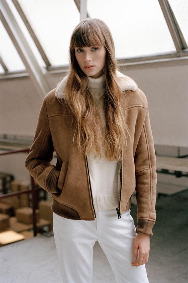 Carhartt WIP — krátká kožená bunda s kožíškem — dámská — hnědá — podzim/zima 2017