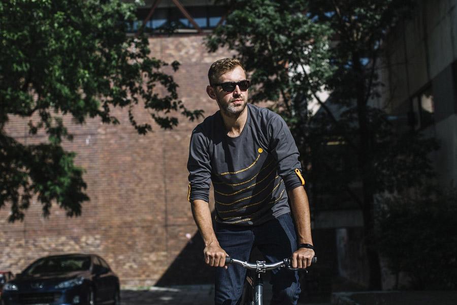 Isadore Apparel — pánské cyklistické tričko s dlouhým rukávem — bavlněné — šedé — oblečení pro městskou cyklistiku — urban cycling apparel — grey tshirt