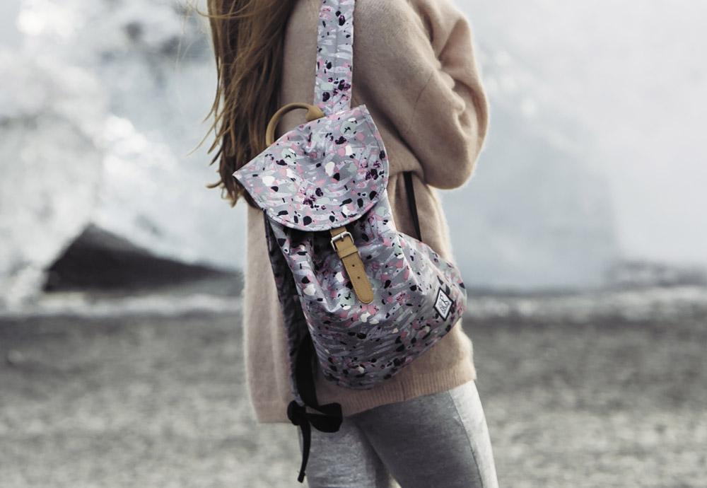 Barevné batohy, tašky akufry Pack Society se vzory — podzim/zima 2017