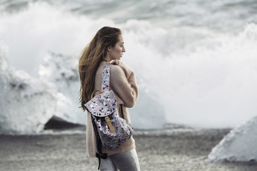 Pack Society — šedý batoh — barevný — plátěný