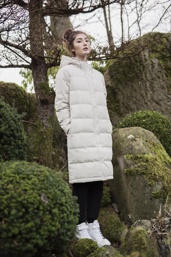 Selfhood — dámská dlouhá prošívaná zimní bunda ke kolenům — smetanově bílá, šedá — parka — women's white quilted winter jacket