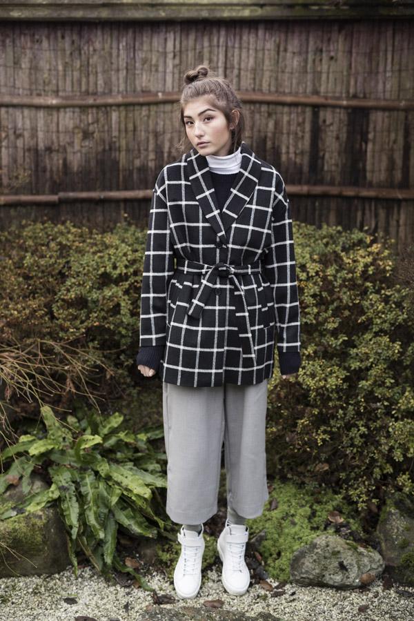 Selfhood — dámský kabát — bílo-černý, károvaný, kostkovaný — podzimní/zimní — women's black/white chequered coat