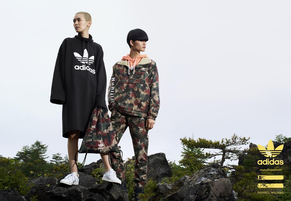 adidas Originals — Pharrell Williams Hu Hiking — dlouhá černá mikina — maskáčový batoh — maskáčová bunda, maskáčové tepláky, kalhoty