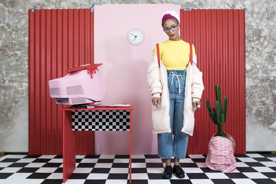 Freshlabels — Surreal — lookbook — podzim/zima 2017 — dámská růžová parka s kapucí Fila Grace — dámské jeansy Cheap Monday Paperbag — růžový batoh Mi-Pac Lypsy