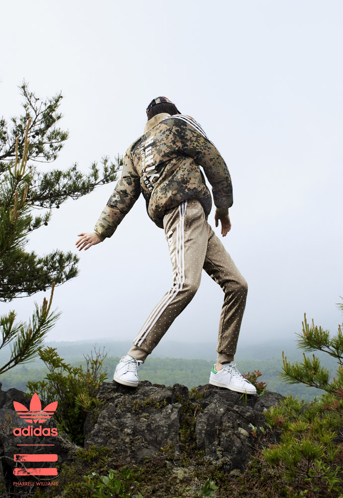 adidas Originals — Pharrell Williams Hu Hiking — pánské béžové tepláky — pánská maskáčová zimní bunda