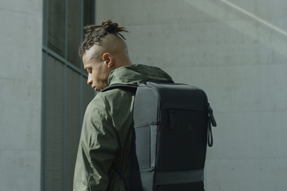 Pinqponq — Cubik — Changeant — batoh recyklovaný z PET lahví — černý — black PET recycled backpack