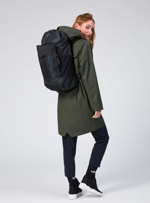 Pinqponq — Blok — Changeant — batoh recyklovaný z PET lahví — černý — black PET recycled backpack