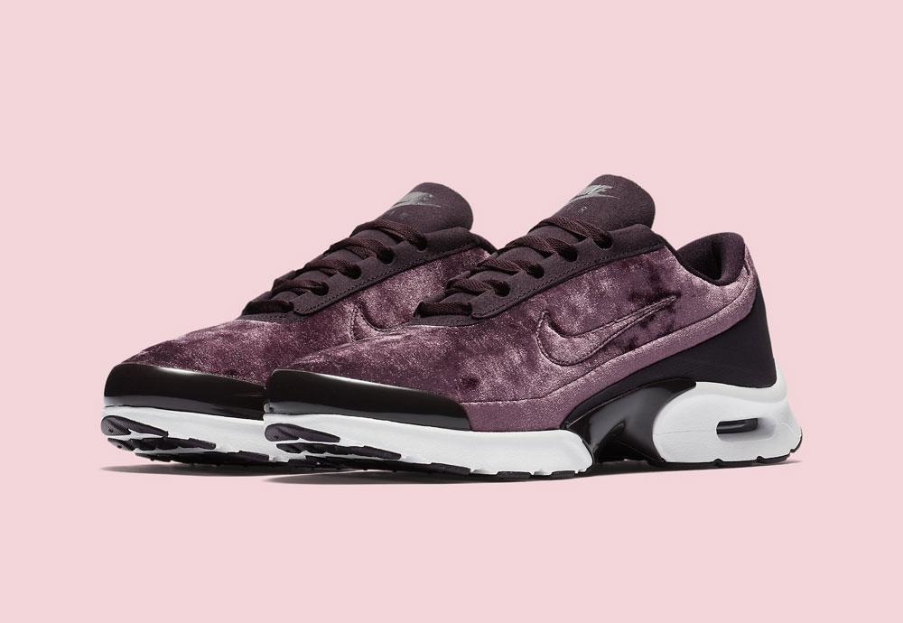Nike Air Max Jewell Premium Velvet — dámské tenisky — boty — sametové, plyšové — bordó červené, vínové — vine red women's sneakers, velvet shoes