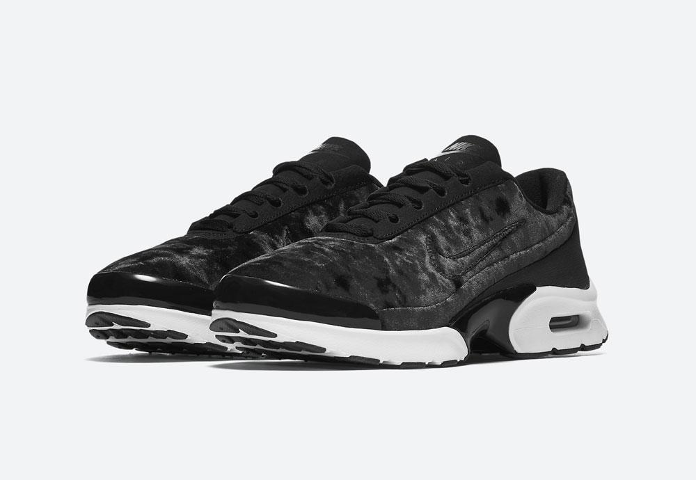 Nike Air Max Jewell Premium Velvet — dámské tenisky — boty — sametové, plyšové — černé — black women's sneakers, velvet shoes