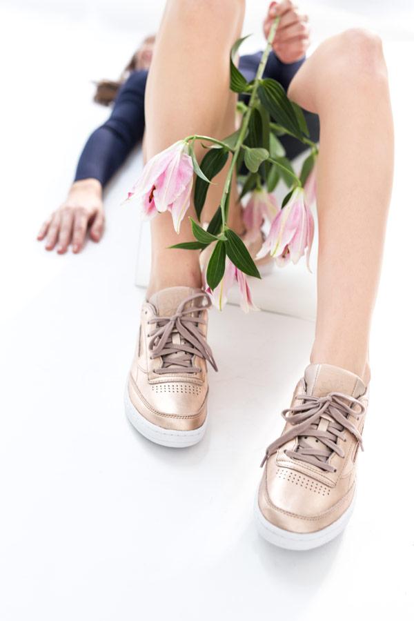 Queens x Petra Mácová — lookbook — Reebok Club C 85 Melted Metal (Pearl met, Peach) — zlaté tenisky — dámské boty — metalické — women's metallic gold sneakers