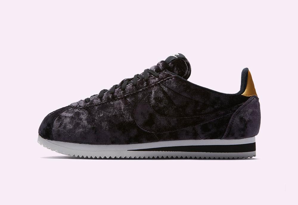 Nike Classic Cortez Velvet — dámské boty — tenisky — sametové, plyšové — tmavě fialové — dark purple women's sneakers, velvet shoes