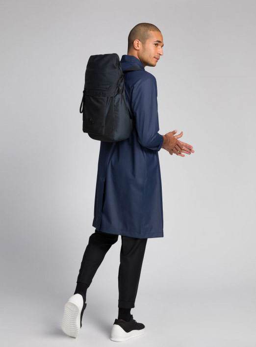 Pinqponq — Klak — Changeant — batoh recyklovaný z PET lahví — černý — black PET recycled backpack
