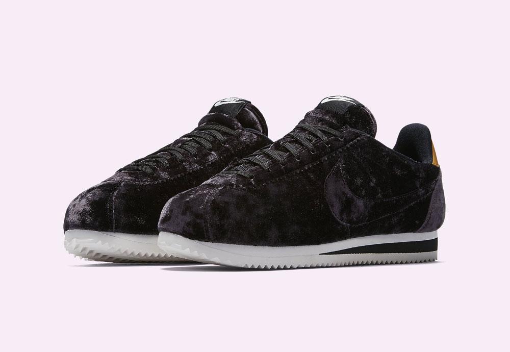 Nike Classic Cortez Velvet — dámské tenisky — boty — sametové, plyšové — tmavě fialové — dark purple women's sneakers, velvet shoes