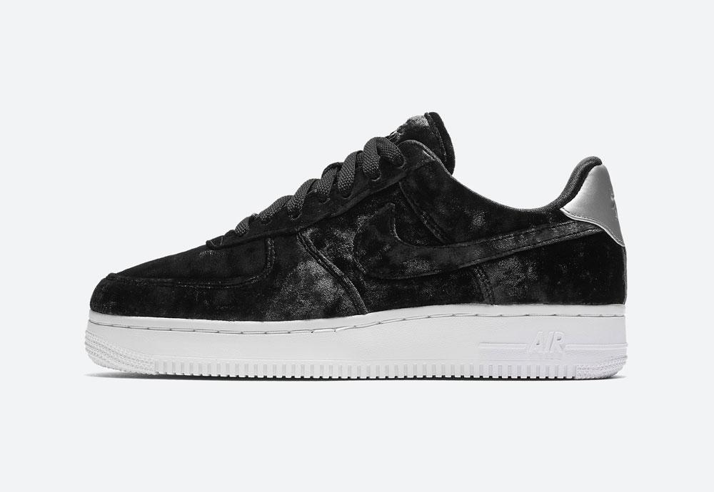 Nike Air Force 1 '07 Low Velvet — dámské boty — tenisky — sametové, plyšové — černé — black women's sneakers, velvet shoes