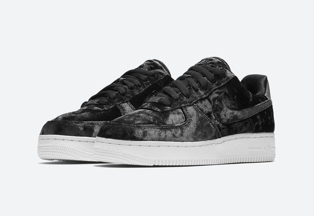 Nike Air Force 1 '07 Low Velvet — dámské tenisky — boty — sametové, plyšové — černé — black women's sneakers, velvet shoes