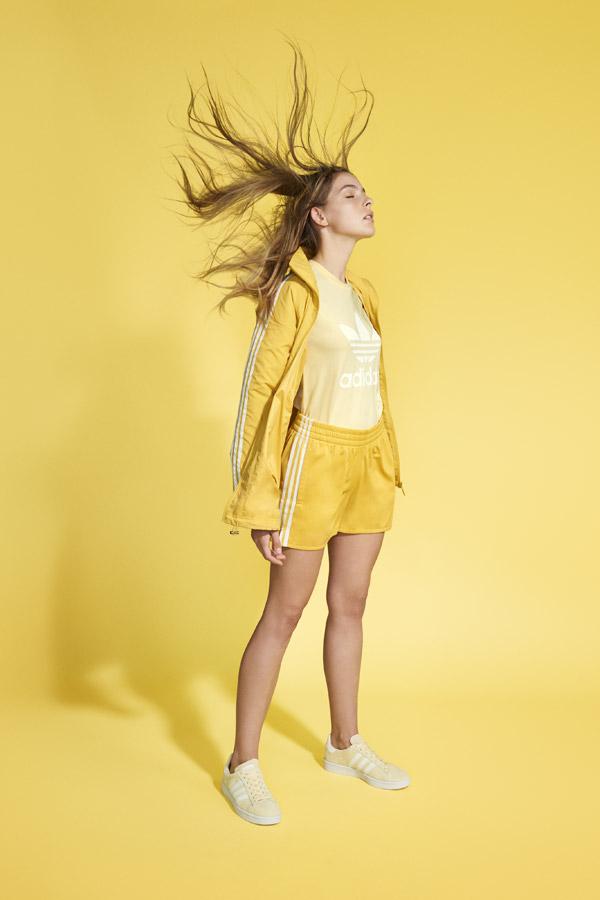 adidas Originals adicolor — dámské žluté šortky — dámská žlutá sportovní bunda bez kapuce — dámské žluté tričko — žluté tenisky Campus — sportovní oblečení — jaro/léto 2018 — spring/summer — sportswear