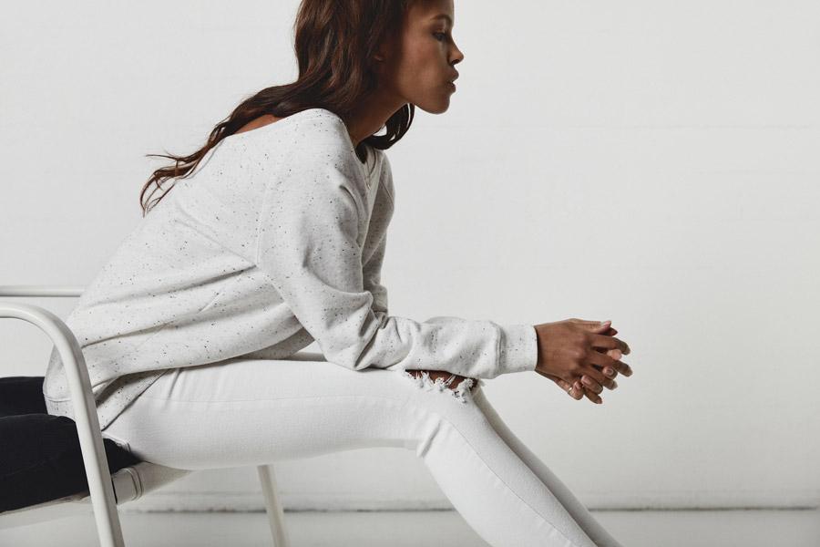 Makia — dámská bílá mikina se skvrnami — jaro 2018 — dámské oblečení