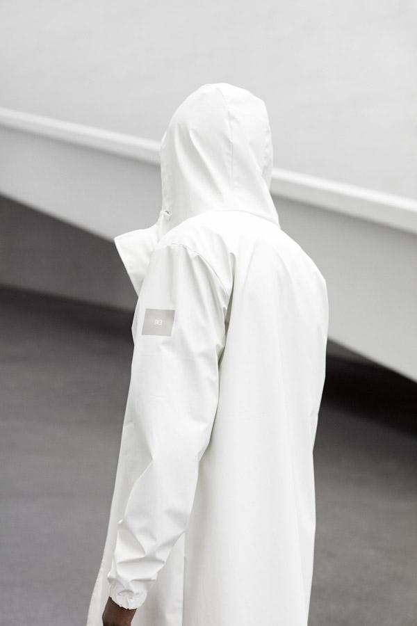 Makia — pánský plášť s kapucí — bílý — jaro 2018 — pánské oblečení
