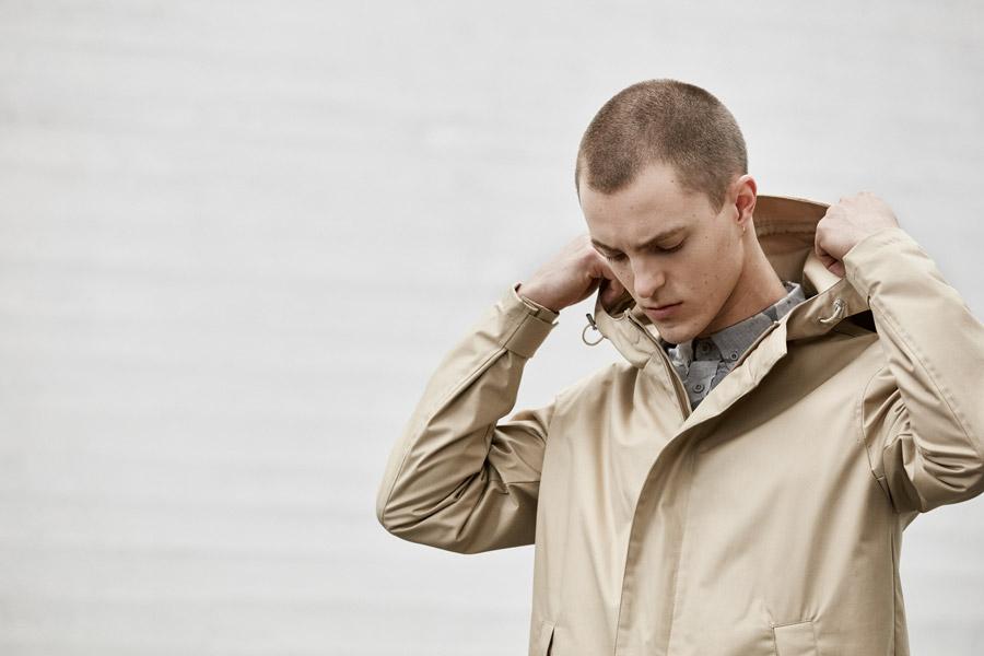 Makia — jarní béžová nepromokavá bunda s kapucí — jaro 2018 — pánské oblečení